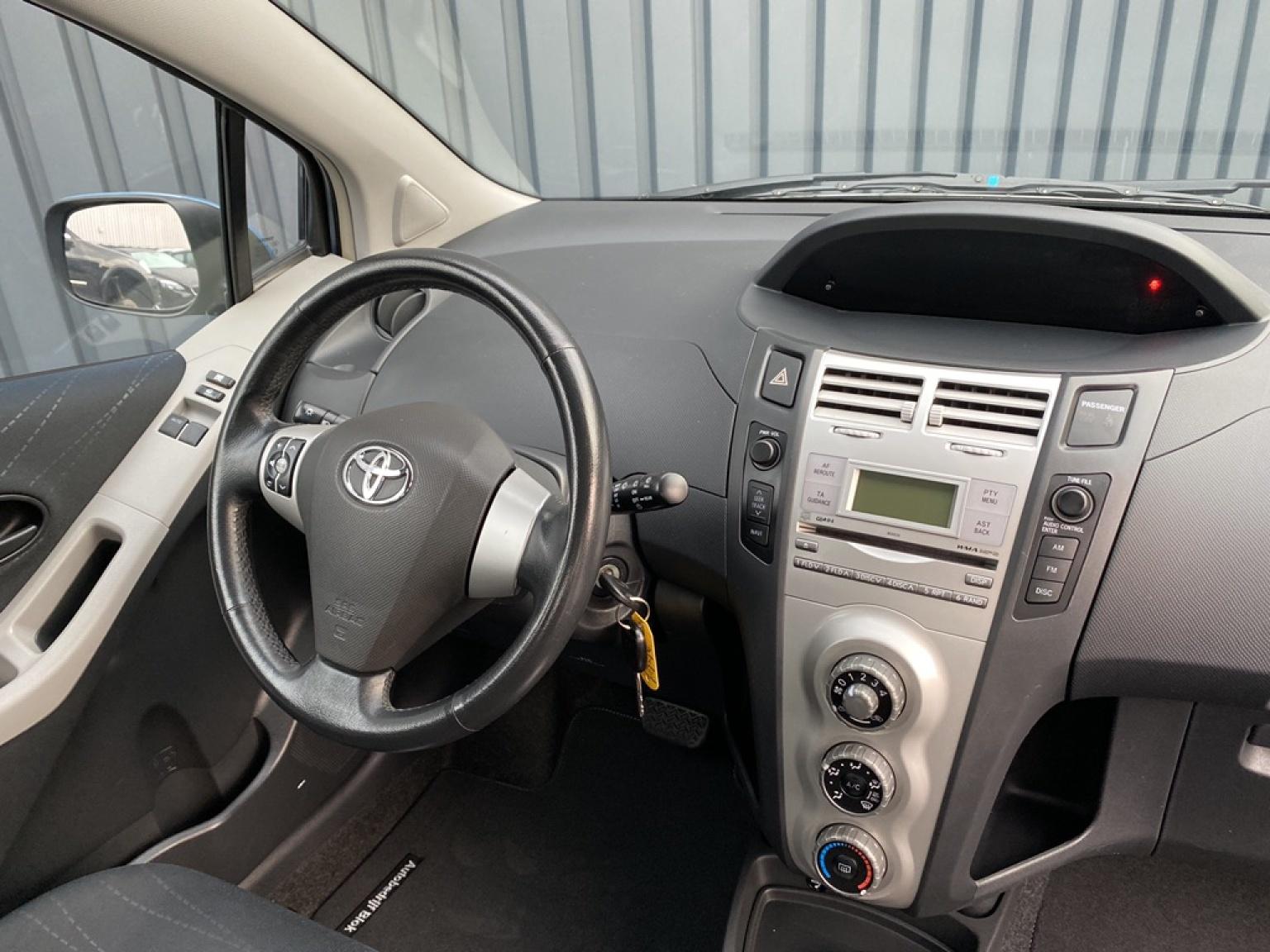 Toyota-Yaris-11